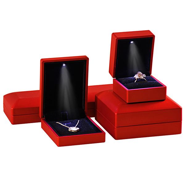 求婚戒指盒 高檔帶LED發光燈珠寶首飾包裝盒禮物盒【聚寶屋】