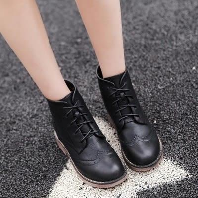 粗跟短靴-歐美復古雕花繫帶女馬丁靴2色73is33【時尚巴黎】