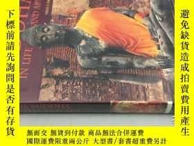二手書博民逛書店The罕見Buddha: in Life and ArtY20113 Nigel Cameron FormAs