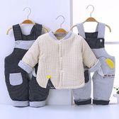 限定款鋪棉套裝 嬰兒冬季棉衣套裝男0-1歲加厚棉襖6個月寶寶棉服三件組背帶褲冬裝