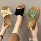 厚底拖鞋 坡跟拖鞋女新款外穿蝴蝶結時尚簡約沙灘鞋防滑舒適厚底涼拖鞋 韓菲兒