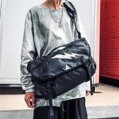 機能風工裝包斜背包男潮牌嘻哈男士挎包單肩包大學生上課差包 伊莎公主