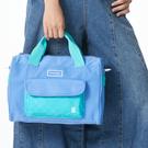 經典格紋和防潑水斜紋布 輕量包款,前袋使用便利磁扣 舒適透氣肩墊,休閒與機能兼具
