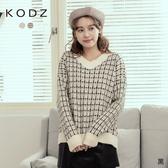 東京著衣【KODZ】可愛氛圍金蔥格紋V領針織毛衣(191431)