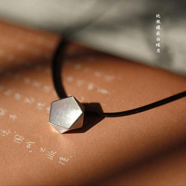 極簡幾何多邊形簡約氣質純銀鑲嵌白蝶貝進口蠟繩項鍊/設計家