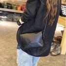 真皮肩背包-黑色簡約休閒牛皮女側背包73wp8【時尚巴黎】