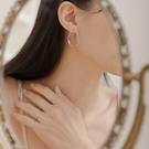 Queen Shop【07030679】不規則線條貼耳造型耳針式耳環*現+預*