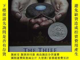 二手書博民逛書店英文原版罕見The Thief (The Queen s Th