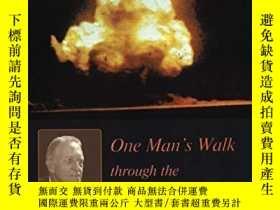 二手書博民逛書店The罕見Angry Genie: One Man s Walk