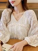 雪紡女 米色蕾絲泡泡袖上衣女2021春季新款v領日系花朵刺繡氣質雪紡襯衫 雙十一爆款