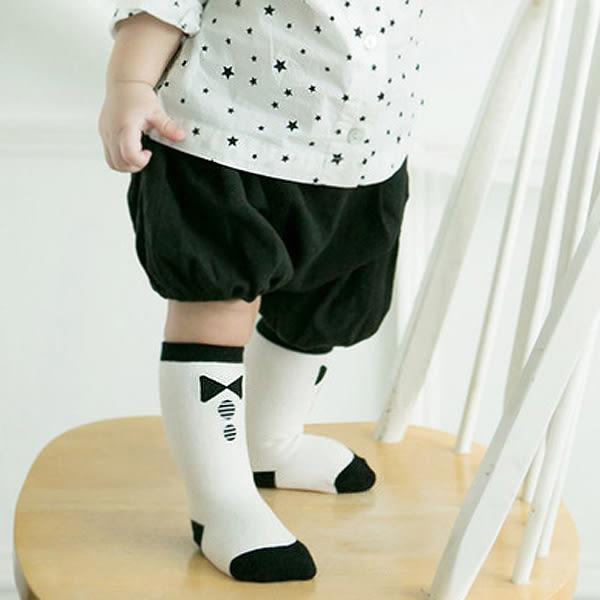 【BlueCat】時尚黑白小領結圓點中統嬰兒襪(S/M)