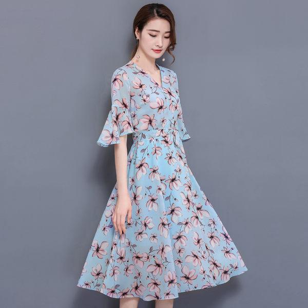 【名模衣櫃】型-雪紡花卉V領洋裝-藍色-(M-2XL可選)  51141