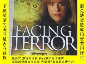 二手書博民逛書店Facing罕見TerrorY21478 Carrie McDo