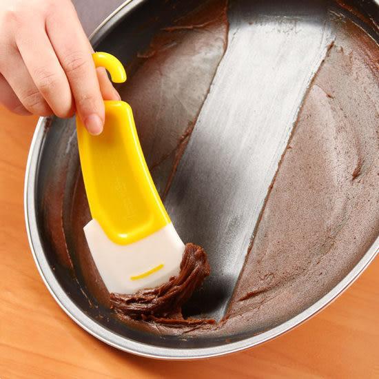 ◄ 生活家精品 ►【N116】硅膠盤底不沾油刮刀 廚房 烹飪 料理 神器 清潔 醬板 攪拌 懸掛 烤盤