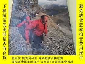 二手書博民逛書店《ALONG罕見THE CONTINENTAL DIVIDE》翻