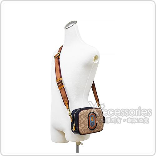 COACH專櫃款刺繡LOGO PVC雙背帶設計拉鍊斜背相機包(棕x黑)