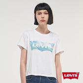 Levis 女款 短袖城市T恤 / 中短版修身版型 / 童趣雲海Logo / 白