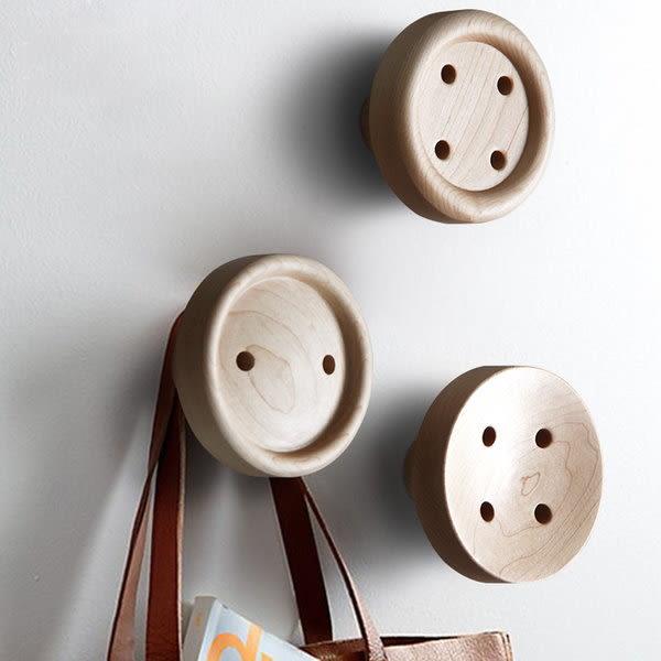 《7color camera》北歐 鈕扣造型 楓木實木 創意壁掛 衣掛 掛鉤 衣服 包包 掛勾 衣架 衣帽架 衣帽勾
