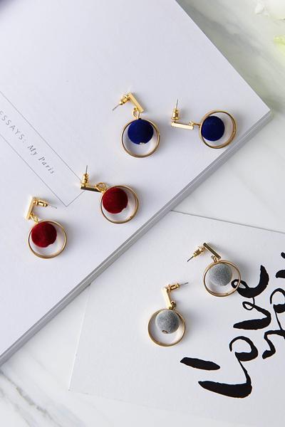 Qmishop 韓版簡約設計絲絨小絨球吊墜耳環 【G2324】