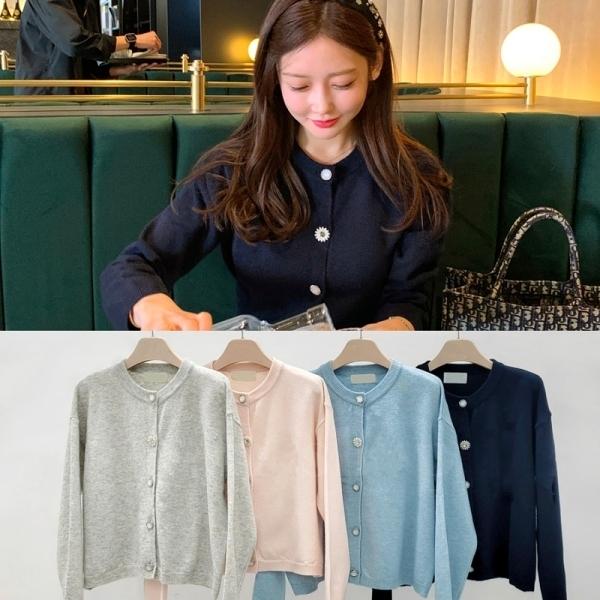 韓國製.氣質溫柔素色造型圓釦縮口針織開衫.白鳥麗子