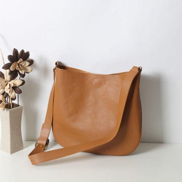 【Solomon 原創設計皮件】 呢喃 簡約俐落磁扣側背包 斜背包