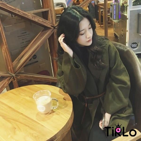 大衣-Tirlo-墨綠不修邊落肩寬袖大口袋大衣-單一(現+追加預計5-7工作天出貨)