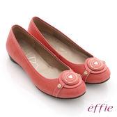 effie 時尚樂活 絨面壓紋羊皮圓釦平底鞋  橘紅