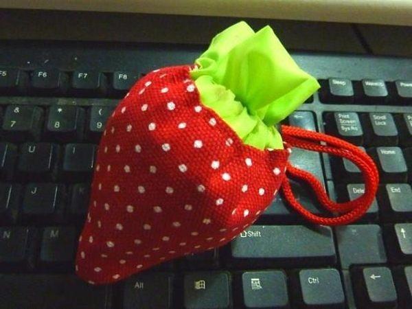 加厚折疊草莓環保購物袋 折疊式環保袋 (顏色隨機出貨)