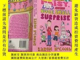 二手書博民逛書店DAISY罕見,DAD AND The HUGE,SMALL SURPRISE :黛西,爸爸和那個大大小小的驚喜奇