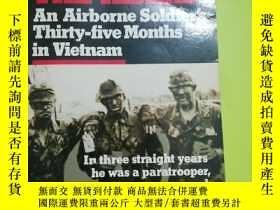 二手書博民逛書店Blood罕見on the Risers: An Airborne Soldier s Thirty-five M