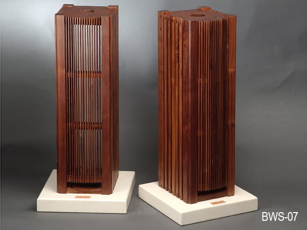 義大利精品 Homely Design 胡桃原木材質,純手工製造 BWS-07 喇叭架一對
