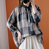 棉麻格紋釦子裝飾上衣-大尺碼 獨具衣格 J3117