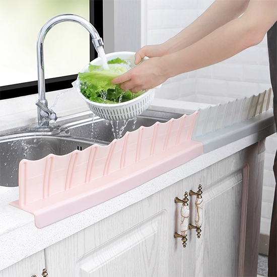 隔水板 擋板 隔板 洗手檯 家用 水槽 防濺 防潑水  洗碗 波浪型 吸盤式 擋水板 【X005】米菈生活館