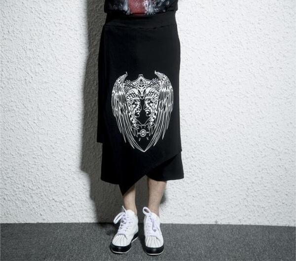 FINDSENSE MD 韓國 潮 男 時尚 寬鬆 暗黑 羽毛人頭像印花 不規則