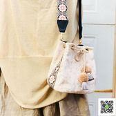 新款包包 包包女新款刺繡民族風寬包帶單肩斜背包/側背包女絲絨水桶小方包 聖誕慶免運