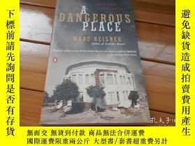 二手書博民逛書店英文原版罕見A Dangerous Place: Califor