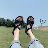 平底涼鞋 涼鞋女夏新款ins平底百搭學生仙女風交叉黑色平跟網紅女鞋潮 魔法鞋櫃