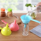 ♚MY COLOR♚多功能長柄漏斗(小) 廚房 工具 醋 酒 水 塑料 家用 瀝水 油 調味料 控量 【L183】