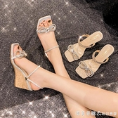 蝴蝶結兩穿涼鞋女夏網紅2021年新款小眾方頭水鉆涼拖坡跟高跟拖鞋 美眉新品