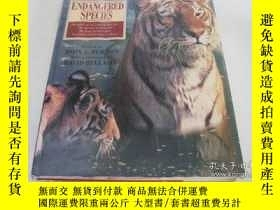 二手書博民逛書店The罕見Atlas of Endangered Species