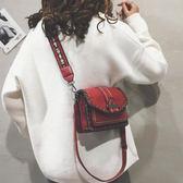 斜背包 側背包女冬季百搭寬帶斜挎包時尚鏈條質感小黑包