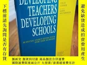 二手書博民逛書店Developing罕見Teachers Developing