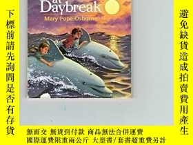 二手書博民逛書店Dolphins罕見At Daybreak Magic Tree House, No. 9Y256260 Ma