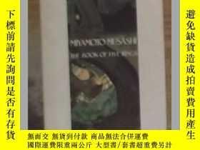 二手書博民逛書店英文原版罕見The Book of Five Rings by