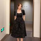 洋裝 方領浮雕氣質連身裙-媚儷香檳-【D1760】