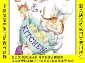 二手書博民逛書店Piggies罕見in the KitchenY362136 Photo courtesy of... Sim