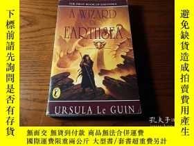 二手書博民逛書店英文原版罕見A Wizard of Earthsea 地海巫師