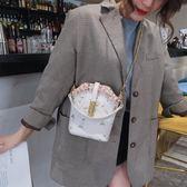 迷你手機包包女新款網紅同款時尚刺繡花水桶包手提包斜挎小包摩可美家