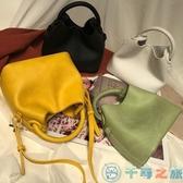 時尚潮百搭斜背手提水桶包包女包小包側背包【千尋之旅】