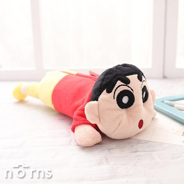 【日貨絨毛玩偶筆袋 蠟筆小新】Norns 拉鍊鉛筆盒 文具收納包 趴姿 野原新之助 化妝包 日本進口